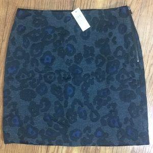 NWT Ann Taylor gray pencil skirt w/print -Sz 6🌸